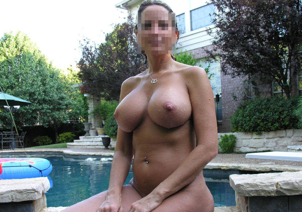 Gorgeous mom's wet pussy wild squirting